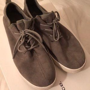 STEVE MADDEN light gray/ Size 8/ soft suede